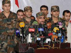 Капитан Халед Абдель Рахман аль-Замель (в центре)