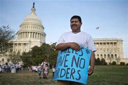 Сенат сделал шаг к легализации иммигрантов, незаконно въехавших в США