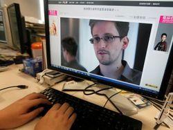 Сноуден в транзитной зоне аэропорта и может вылететь куда угодно