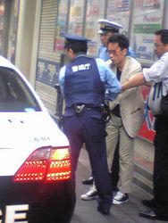 В Японии мужчина зарезал двоих человек в центре города