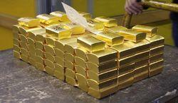 Продажа азиатских активов заставила золото подешеветь