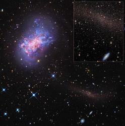 """Темная материя, охватывающая галактики, не дает им """"разбежаться"""""""