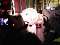 На Чистых прудах задержаны восемь девушек в костюмах «поросят»