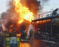 Пожар на территории нефтеперерабатывающего завода потушен