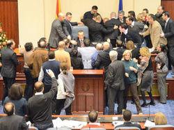 Драка в парламенте Македонии. ТОП парламентских боев