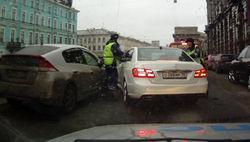 Авто, наехавшим на полицейского, управлял Павел Дуров, но дело закрыли