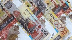 Тенге укрепляется к фунту стерлингов, но снижается к австралийскому доллару