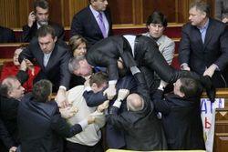 Верховная Рада, день второй: снова драка. 1:0 в пользу оппозиции