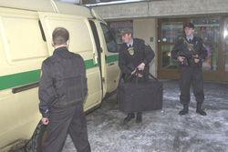 У омских инкассаторов отобрали оружие и сумку с круглой суммой денег