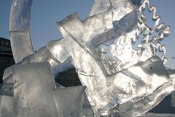 В ледяной фигуре в Красноярске на детской площадке задохнулась девочка
