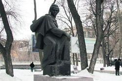 Вандалы снова взялись за памятники Тарасу Шевченко