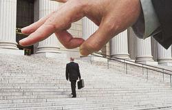 Минфин ратует за сокращение каждого четвертого госслужащего в 2013 г.