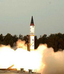 Как Запад отнесется к испытаниям индийской ядерной ракеты Агни-II