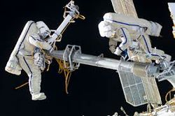 Астронавты починили энергосистему МКС с помощью зубной щетки и ершика