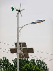 Инновации в Украине: в Одессе установили фонарь на солнечной батарее и ветрогенераторе