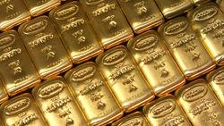 Спрос на надёжные активы заставляет золото дорожать
