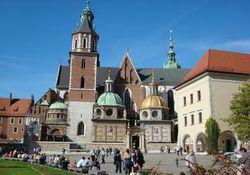 В Кракове местный житель напал на туристов с топором