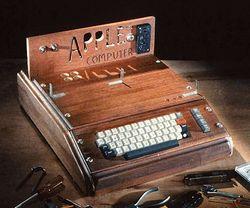 Первый компьютер Apple 1976 г.в. продали за 400 тысяч долларов