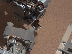 Curiosity приступил к изучению грунта Марса и сразу же наткнулся на неожиданность
