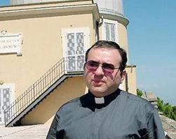 директор Ватиканской обсерватории священник Хосе Габриэль Фунес