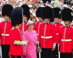 Антипиар: Гвардейцы Елизаветы II массово страдают от… чесотки