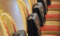 Зарплаты в администрации Путина подняли двое из-за урезания льгот – Песков