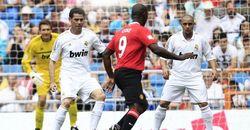 """В Англии провели благотворительный матч между легендарными ветеранами """"МЮ"""" и """"Реала"""""""