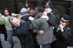 Жители Лондона атакуют приезжих мусульман и мечети