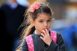 PR и бизнес: 7-летняя дочь Тома Круза создает собственный бренд одежды