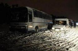 Непогода в Украине - во Львовской области откопали автобус с детьми
