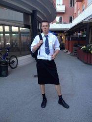 Машинисты из Швеции вместо шорт надели юбки