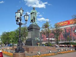 Активисты начали собираться в Москве на Пушкинской площади