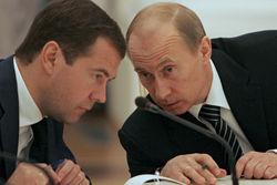 Эксперты видят конец тандема Путин-Медведев уже этой осенью
