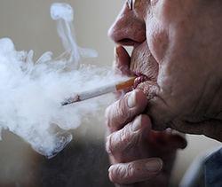 Нравы: в Германии пожилого мужчину выселили из квартиры за курение