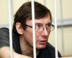 Прокурор просит для Луценко два с половиной года за решеткой