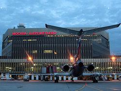 ЧП в «Шереметьево»: хулиган на джипе хотел проехать к самолетам