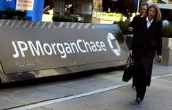 JP Morgan продолжает искать виновных в трейдерской ошибке и пытается вернуть их бонусы