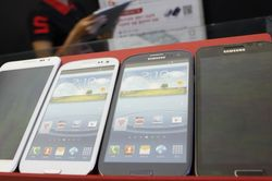 Эксперты: Apple и Samsung захватили рынок
