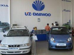 """Как действует """"карусель"""" в очередях за автомобилями в Узбекистане"""