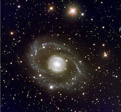 Астрономы нашли уникальную гибридную галактику в созвездии Центавра