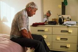 Сонливость днем – один из симптомов развивающейся болезни Альцгеймера