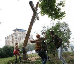 Руководитель FEMEN в Париже получила во Франции статус политического беженца
