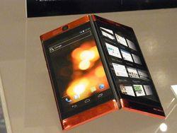 Ажиотаж вокруг смартфона с двумя дисплеями набирает обороты