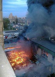 В Киеве загорелись склады секонд-хенда близ станции метро «Шулявская
