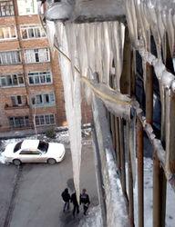 Из-за оттепели сосульки стали собирать кровавую жатву в Украине