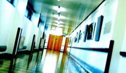Россиянку с дочерью не выпускают из больницы в Индии из-за долга