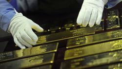 В понедельник золото незначительно подешевело