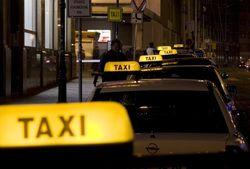 Узбекистан: сотни водителей такси Навоийской области лишились лицензии