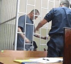 В зале Николаевского суда обвиняемый маньяк вскрыл себе вены