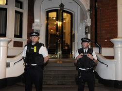 Полиция, караулящая Ассанжа у посольства, обошлась Лондону в миллион
